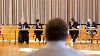 Podium im Kloster Muri (v.l.): Abt Benno Malfèr (Kloster Muri-Gries), Pascale Bruderer (Ständerätin), BischofFelix Gmür und Daniel Kosch (Generalsekretär der Römisch-Katholischen Zentralkonferenz). Mischa Christen