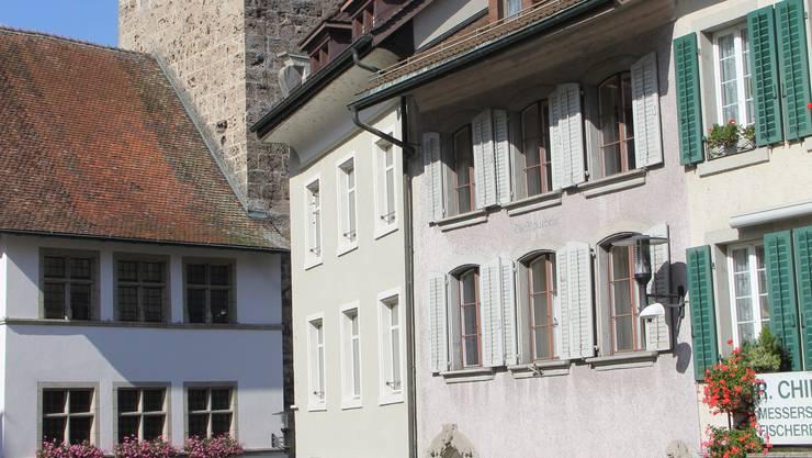 Das Haus Nummer 64 mit den grauen Fensterläden ist weiterhin in Privatbesitz.