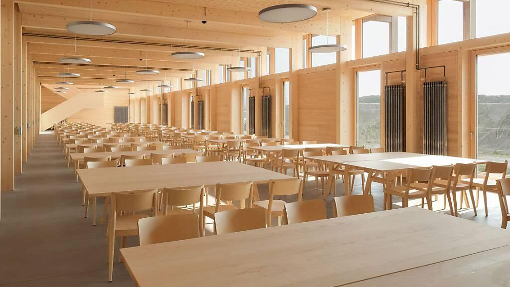 Die neue Mensa des Landwirtschaftlichen Zentrums in Salez. Das Gebäude gewann bereits zwei Architekturpreise.