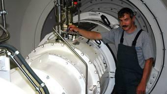 Inspektion: Rolf Lingg, Verantwortlicher für die Turbinenanlagen, auf einem Kontrollgang.