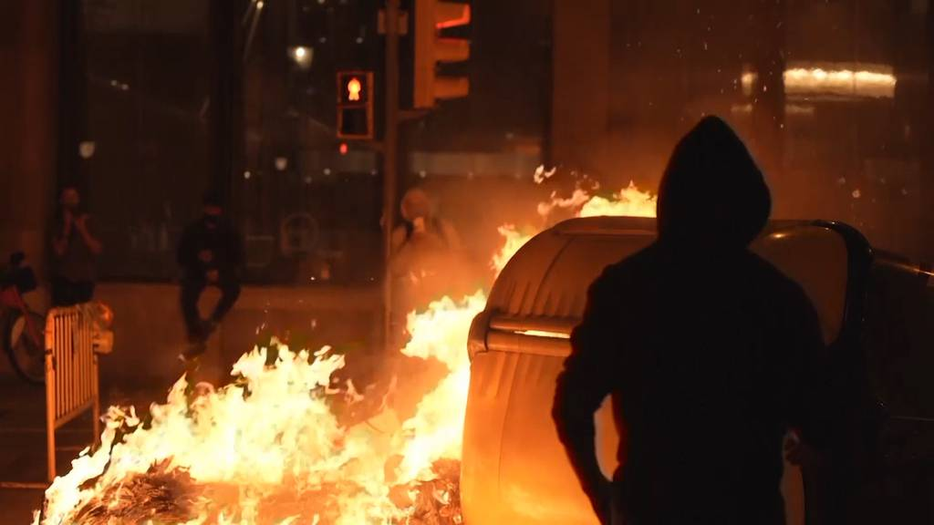 Spanier skandieren «Freiheit» - Strassenschlachten in Barcelona