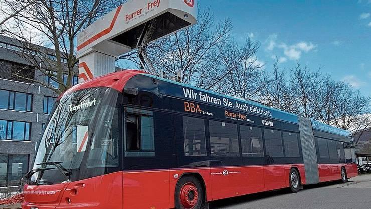 Für den neuen Bus hat die BBA flugs eine provisorische Ladestation gebaut.
