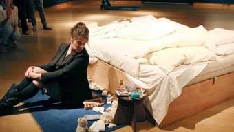 """Tracy Emin vor ihrem Werk """"My Bed"""""""