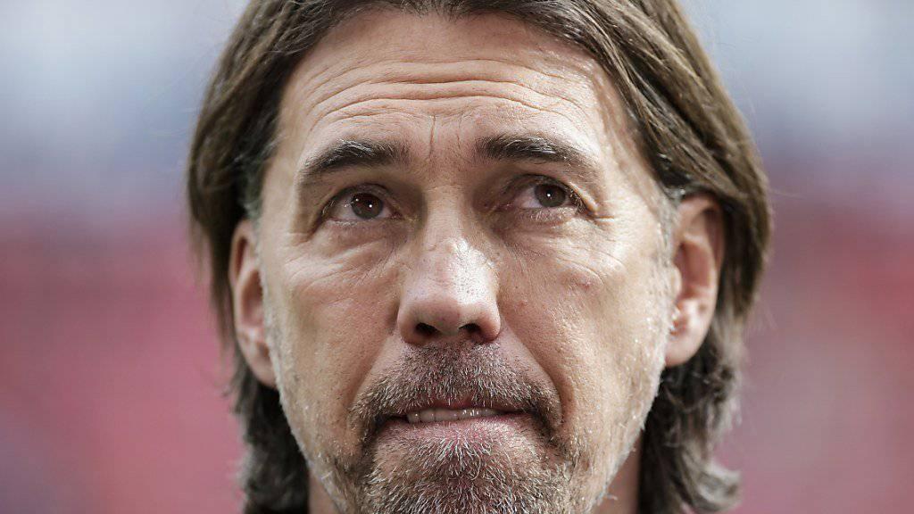 Skeptischer Blick: Martin Schmidt ist mit Mainz in argen Abstiegssorgen