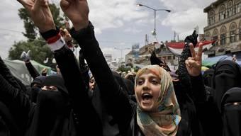 Frauen protestieren in Sanaa gegen Präsident Saleh