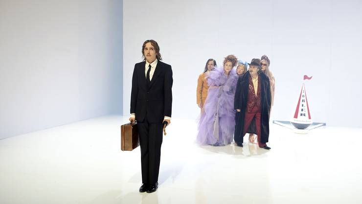 Mario Fuchs (links) spielt in Basel die Rolle des Büroangestellten Joseph Marti in «Der Gehülfe».