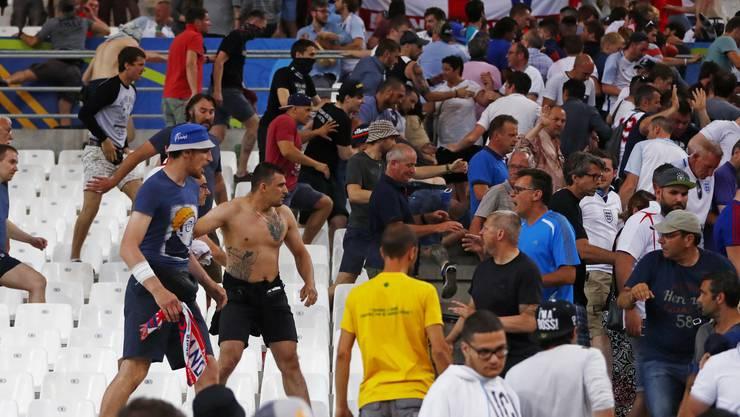 Prügeleien auch im Stadion: Das Spiel ist aus, die Russen eröffnen die dritte Halbzeit