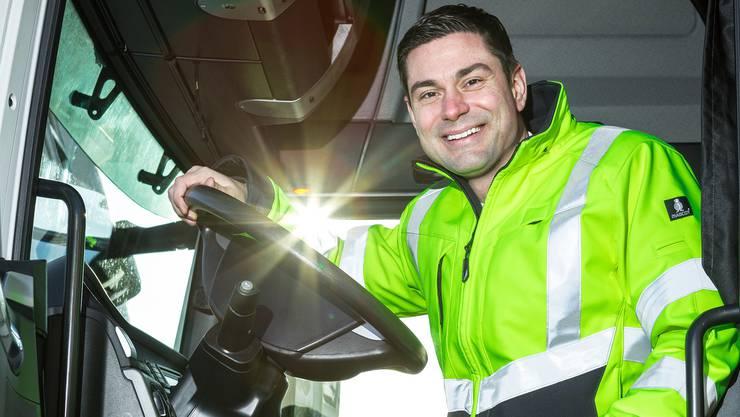 Selten gewordenes Bild: Benjamin Giezendanner am Steuer eines Lastwagens.