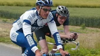 Einer locker, der andere eher verkrampft. Fabian Cancellara und «Schweiz am Sonntag»-Sportredaktor Marcel Kuchtabei ihrer gemeinsamen Ausfahrt im Juli 2004. Rolf Jenni