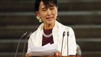 Aung San Suu Kyi spricht in London vor den Parlamentskammern