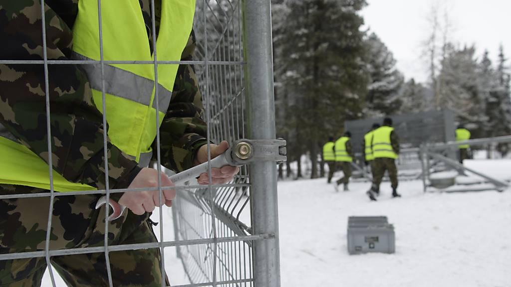 Die Armee wird auch in den kommenden Jahren rund um das WEF in Davos an der Arbeit sein. Das Parlament hat den Einsatz und das Geld dafür bewilligt. (Archivbild)