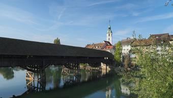 Das Idyll wird wieder komplettiert. Am Montag beginnen die Sanierungsarbeiten an der Holzbrücke, die im August abgeschlossen sein sollen.
