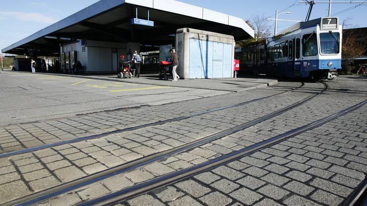 Beim Bahnhof Stettbach soll der Neubau des Lycée Français de Zurich zu stehen kommen.