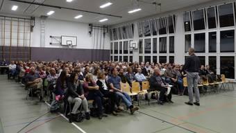 Rund 200 Personen kommen an die Infoveranstaltung der Oberstufe Unteres Aaretal (OSUA).