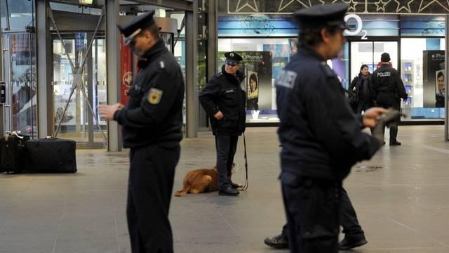 Der verliebte Bombendroher muss mit einer Freiheitsstrafe von bis zu fünf Jahren rechnen (Symbolbild)