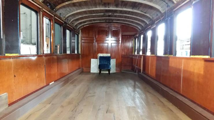 In diesem restaurierten Bahnwagen werden bald Gäste verköstigt.