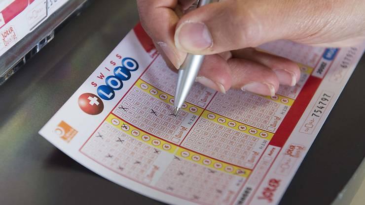 Mit sieben Kreuzen 18 Millionen Franken gewonnen: Dies gelang diesen Samstag einem oder einer Spielenden von Swiss Lotto in der Romandie. (Themenbild)