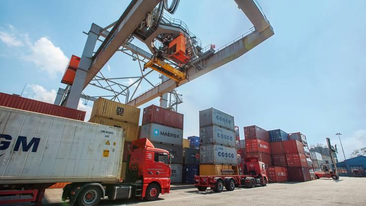 Import und Export – respektive die Gesamtwirtschaft – profitieren von den Freihandelsabkommen, welche die Schweiz abgeschlossen hat. (Symbolbild)