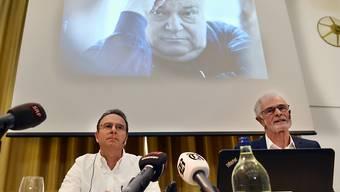 Sie machten die Missbrauchsvorwürfe am Pädagogen Jürg Jegge vergangenen Dienstag publik: der ehemalige Sonderschüler Markus Zangger (links) und der Journalist Hugo Stamm. (Archiv)