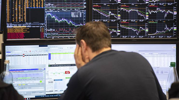 Das Einbrechen der Börsen bereitet vielerorts grosse Sorgen - auch die Schweizer Pensionskassen müssen ihre Anlagestrategie prüfen. (Symbolbild)