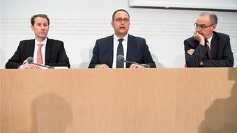 Die drei Bundesratskandidaten Thomas Aeschi, Norman Gobbi und Guy Parmelin (v.l.) sind sich nicht überall einig.