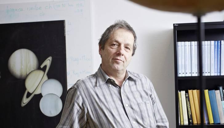 Willy Benz (57) ist seit 2002 Direktor des Physikalischen Instituts der Universität Bern und Präsident des wissenschaftlichen Ausschusses am dortigen «Center for Space and Habitability». Benz studierte Physik an der Universität Neuchâtel und promovierte 1984 an der Universität Genf. Seit 2010 ist Benz Vorsitzender des «Space Science Advisory Comittee» der Europäischen Weltraumorganisation ESA. Er ist verheiratet und Vater von drei Kindern.