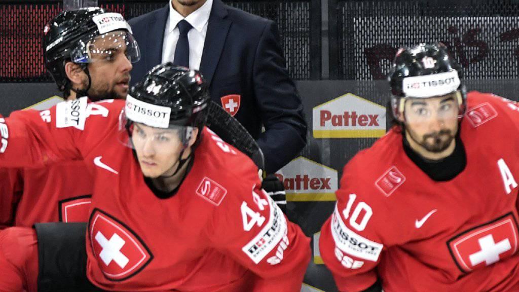 Los geht's! Wie für Pius Suter (links) und Andres Ambühl (rechts) steht an der WM in Paris nun Kanada «auf dem Speiseplan» (Zitat Trainer Patrick Fischer) der Schweizer