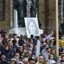 In der maltesischen Hauptstadt La Valletta fordern Demonstranten Klarheit über die Verwicklung der Regierung in den Mord an der Journalistin Daphne Caruana Galizia.