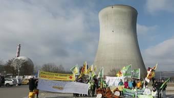 Das Bundesgericht in Lausanne beschäftigt sich am (heutigen) Mittwoch in einem Prozess mit dem AKW Leibstadt. Greenpeace fordert, dass die AKW-Betreiber Abluft-Messdaten herausgeben müssen. Das Bundesverwaltungsgericht hatte dies abgelehnt.