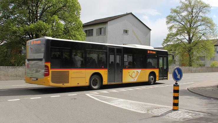 Bei der Einmündung der Langmatt- in die Zurzacherstrasse soll es eine Lichtsignal-Anlage geben, die den Bus priorisiert.