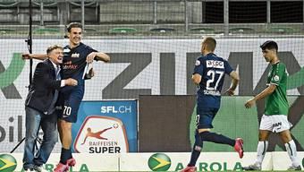 Im Spiel gegen den FC St.Gallen bejubelte Ancillo Canepa mit seinen Spielern das Tor zum 3:0.