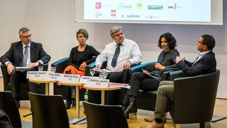Das Podium mit Andreas Glarner (SVP), Irène Kälin (Grüne), Moderator und az-Politikchef Mathias Küng, Gabriela Suter (SP) und Matthias Jauslin (FDP).