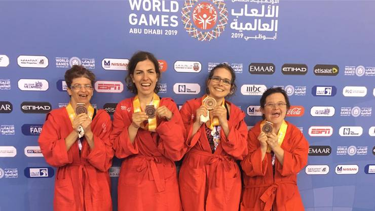 Schwimmerinnen Carole Berclaz, Elhome Elshani, Sophia Hütter und Fabienne Salamin gewinnen Bronze in der Staffel.