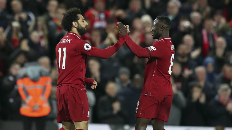 Guineas Naby Keita (r.) spielt mit Mohamed Salah (l.) bei Liverpool.
