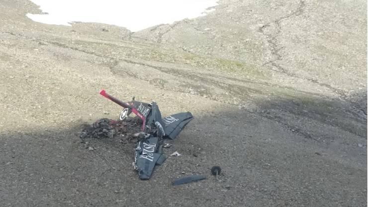 Endlage des Wracks: Der Aufprall des Flugzeuges auf dem Gelände erfolgte in einer senkrechten Fluglage und mit annähernd senkrechter Flugbahn.