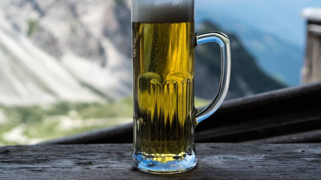 Bier ist isotonisch, deshalb tut es nach einer anstrengenden Wanderung gut. (Symbolbild)