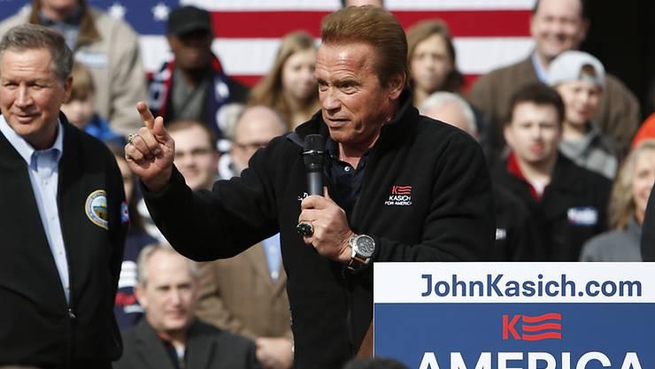 """""""Einigen Leuten in den Hintern getreten"""": Arnold Schwarzenegger lobt den Präsidentschaftskandidaten der Republikaner, John Kasich, bei einer Wahlkampfveranstaltung in Columbus, Ohio."""