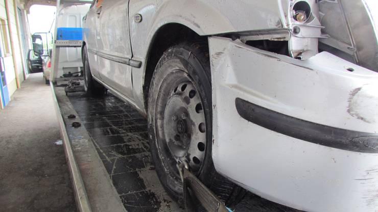 Der beschädigte Wagen.