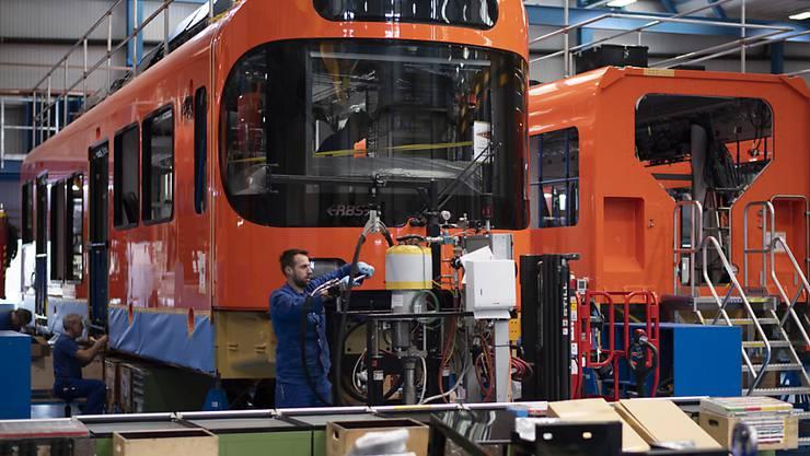 Der Zugbauer Stadler Rail ist im vergangenen Jahr massiv gewachsen: Der Umsatz kletterte um über 60 Prozent auf 3,2 Milliarden Franken. (Archiv)