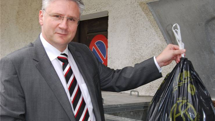 Andreas Glarner, Gemeindeammann von Oberwil-Lieli, müsste nun eigentlich über die Bücher und das Abfallreglement anpassen.