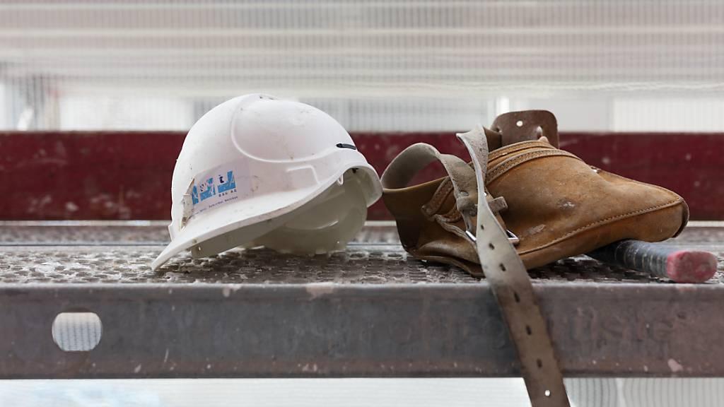 Arbeiter stürzt von Gerüst fünf Meter in die Tiefe