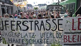 Die Demonstrierenden - mehrheitlich zwischen 18 und 40 Jahren alt - bewegten sich nach 16 Uhr vom Marktplatz ins Kleinbasel. (Archivbild).