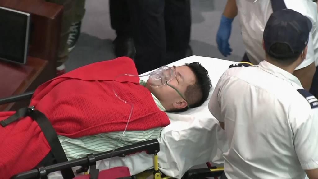 Streit ums Mikrofon: Mindestens vier Verletzte bei Prügelei in Hongkonger Parlament
