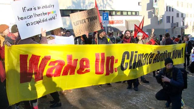 150 demonstrieren in Davos mit JUSO gegen WEF