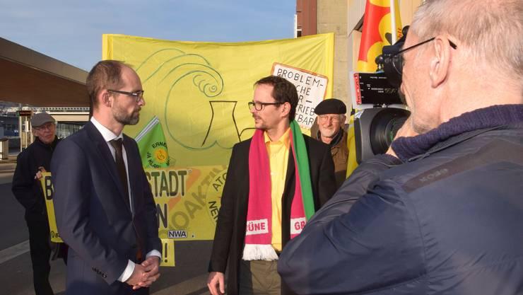 Ensi-Kommunikationsleiter Sebastian Hueber (links) und Grünen-Nationalrat Balthasar Glättli stehen im Fokus