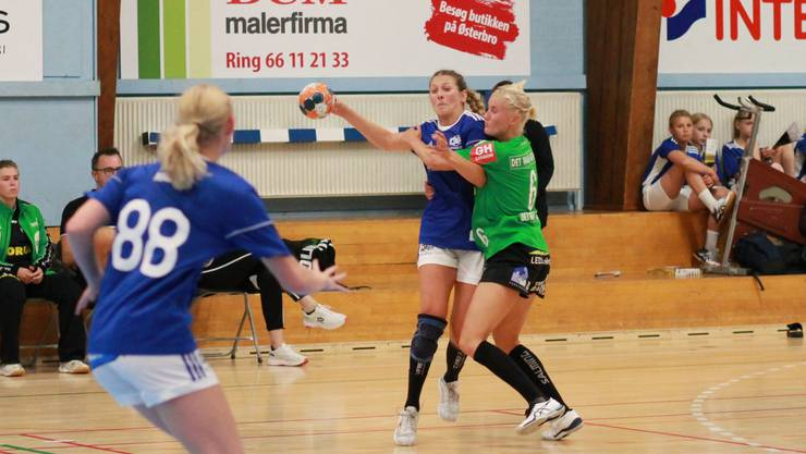 Gianna Calchini (am Ball) spielt neu für DHG Odense in Dänemark.