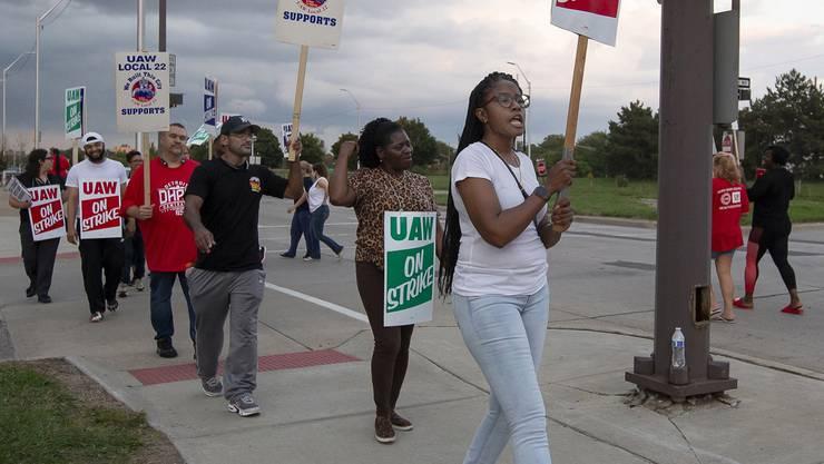 Ruf nach höheren Löhnen: GM-Angestellte sind unzufrieden mit den Arbeitsbedingungen. (Bild: Kathleen Galligan/AP)