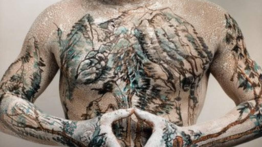 «Chinese Landscape» - Tattoo No.7 von Huang Yan aus dem Jahr 1999 ist ein offenkundiger Ausdruck der Sehnsucht nach Natur in der modernen chinesischen Kunst - und eines der Exponate in der Ausstellung im Zürcher Museum Rietberg.