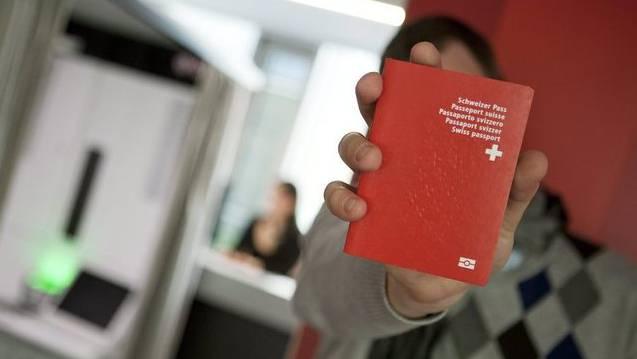 Umstrittene Einbürgerungsentscheide gibt es immer wieder. (Symbolbild)