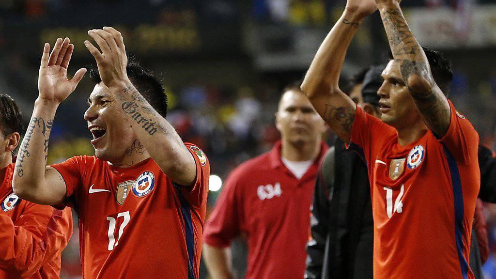 Chilenische Spieler bejubeln den erneuten Final-Einzug an der Copa America